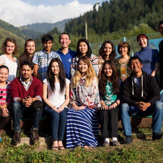 Группа молодёжи на семинаре в Казахстане, где занятия по этой программе проводятся с 2010 года.