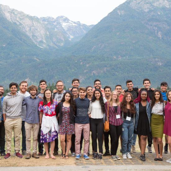 Молодёжь участвует в семинаре, проходящем в провинции Британская Колумбия, Канада.